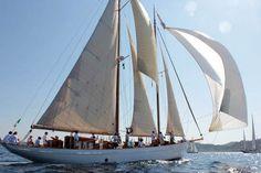 Orianda, 1937 - Barche e Navi d'Epoca - Orianda - St Tropez 2011 Orianda è costruita in tavole di fasciame su una robusta ossatura di quercia, degna di imbarcazioni di dimensioni superiori. Caratteristiche Anno 1937 Cantiere ANDERSENS (FAABORG – DENMARK) Progetto OSCAR WILLIAM DAHLSTROM (DENMARK) Lunghezza F.T. 26,50 m Lung. al galleggiamento 17 m Larghezza 5,15 m Pescaggio 3 m Disclocamento 50 tons Superficie velica 256 m²