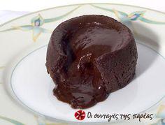 Εύκολο, γρήγορο, απλό, λαχταριστό σουφλέ σοκολάτας, με υγρό, σοκολατένιο εσωτερικό και υπέροχη υφή.