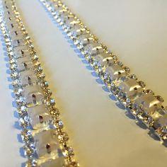 Cordão com strass e pedras brancas para aplicar em roupas e deixa-las lindas!