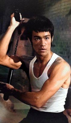Bruce Lee Karate, Bruce Lee Pictures, Bruce Lee Movies, Blue Lee, Warrior Tattoos, Martial Arts Movies, Martial Artist, Batman Art, King Of Kings