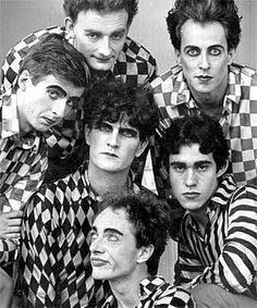 Split Enz - another great aussie/kiwi band lead by brothers Tim & Neil Finn who both went onto be a part of Crowded House. Music Icon, My Music, Glam And Glitter, Pop Culture References, Kiwiana, Types Of Music, Arctic Monkeys, Film, Memoirs