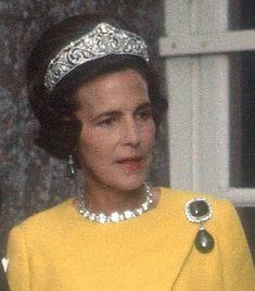 Princess Lilian of Belgium Cartier diadem. Royal Jewels of the World Message Board: Re: Cartier Diadem Royal Crowns, Royal Tiaras, Crown Royal, Tiaras And Crowns, Royal Jewelry, Gems Jewelry, High Jewelry, Jewlery, Cartier