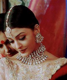 ن — Aishwarya Rai in Hum Dil De Chuke Sanam Aishwarya Rai Movies, Aishwarya Rai Photo, Actress Aishwarya Rai, Aishwarya Rai Bachchan, Bollywood Actress, Bollywood Images, Vintage Bollywood, Bollywood Outfits, Bollywood Fashion