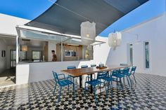 Casa de veraneio o ano inteiro! Reforma otimiza lar português: