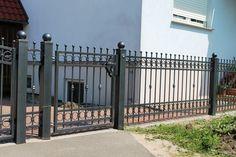 House Main Gates Design, Fence Design, House Design, Wrought Iron Fences, Metal Fence, Front Gates, Entry Gates, Tor Design, Boundary Walls