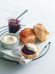 I like scones. I like making them, eating them, thinking about making or eating them. This basic scone recipe from Donna Hay is a great jump off point for a variety of yummy sconey goodness. Breakfast Recipes, Dessert Recipes, Breakfast Scones, Basic Scones, Donna Hay Recipes, Great Recipes, Favorite Recipes, Paleo, Cafe Food