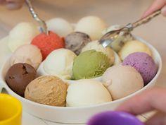 Die 10 exotischsten Eissorten | eatsmarter.de #eis #icecream #eiscreme #ice #sorten #vanille #schokolade #weisswurst #balsamico #hunde #riesling #bier #tintenfisch #safran #matcha