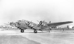 Il prototipo del P. 108 B a Villanova d'Albenga con il codice Piaggio Final (PF) in fusoliera, nel 1939.