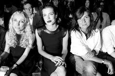 Franca Sozzani, rédactrice en chef de Vogue Italie, Charlotte Casiraghi et Emmanuelle Alt, rédactrice en chef de Vogue Paris au premier rang du défilé Gucci http://www.vogue.fr/mode/inspirations/diaporama/fwpe2015-les-coulisses-de-la-fashion-week-de-milan-printemps-ete-2015-jour-1-gucci-alberta-ferretti/20360/image/1073145#!franca-sozzani-redactrice-en-chef-de-vogue-italie-charlotte-casiraghi-et-emmanuelle-alt-redactrice-en-chef-de-vogue-paris-au-premier-rang-du-defile-gucci