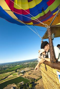 Breathtaking hot air ballon ride through Napa Valley during a wonderful wine tour