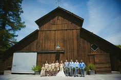 cool barn venue for a rustic wedding (JL Photografia)