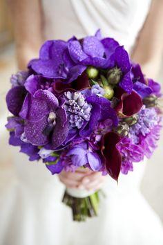 bouquet de mariée rond d'orchidées Vanda violettes