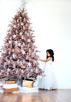 Christmas is only 8 Fridays away! Can you believe it? Here in our home, we couldn't be more excited, as we love Christmas as much as Halloween.As part of the Michael's Makers this month's challenge, I have created my dream tree. Last year, my dream Christmas tree was an Ombre tree, that I spray…