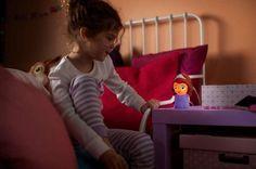 Sofia van Philips Disney SoftPal is het speelse lichtvriendje van uw kind dat de slaapkamer zacht verlicht.