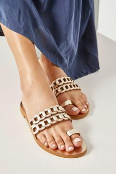 Women's sandals handcrafted from high-quality leather. Clean and modern design consisting of our signature chain straps and a toe loop. Aura flat sandals come in & classy colors, silver with gold details, silver black, black with white, camel (waxed nubuck), blue (nubuck) with gold and white with silver details. Super comfortable yet stylish, they work perfectly from day to night and from the beach to the city. Greek Chic Handmades summer shoes are designed and handcrafted in Athens, Greece. Leather Sandals Flat, Flat Sandals, Gold Toe Rings, Toe Ring Sandals, Athens Greece, Summer Outfits Women, Summer Shoes, Bohemian Style, Camel