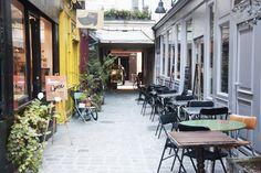 Prettiest streets in Paris passage-moliere-paris-expressives Paris Chic, I Love Paris, Resto Paris, Paris Balcony, Paris Metro, Saint Martin, Visit France, Paris Photos, Viajes