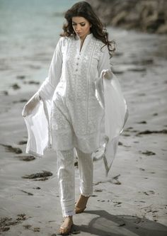 There is no uncertainty about the way that shalwar suits have been the main apparel line that gives the total conventional and rich look in… Pakistani Casual Wear, Pakistani Dress Design, Pakistani Outfits, Indian Outfits, Pakistani Clothing, Indian Attire, Indian Wear, Muslim Fashion, Indian Fashion