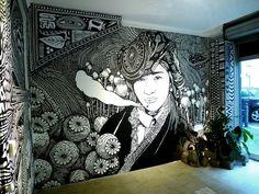 """""""Sous la Fumée la Jungle"""" By Ohido Acrylique noire sur mur ( + quelques collages )"""