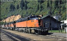 The Milwaukee Road whose official name was the Chicago, Milwaukee, St. Paul & Pacific was often regarded as the Route of the Hiawathas. It dates to and disappeared in Electric Locomotive, Diesel Locomotive, Steam Locomotive, Milwaukee Road, Railroad Photography, Train Pictures, Electric Train, Old Trains, Train