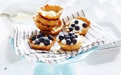 Mustikkatarteletit Blueberry Recipes, Blueberry Pies, Mini Pies, Fika, Super Easy, Waffles, Cheesecake, Muffin, Sweets