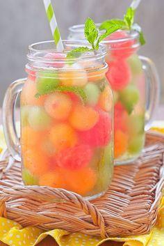 Agua con fruta sandía y melón