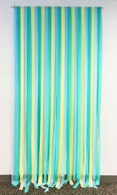 DIY Photo Backdrop: Party Streamers - PVC pipes hung on Command hooks (Diy Curtains Backdrop) Streamer Backdrop, Diy Photo Backdrop, Party Streamers, Streamer Decorations, Diy Photo Booth Props, Backdrop Ideas, Baby Shower Backdrop, Baby Boy Shower, Diy Foto