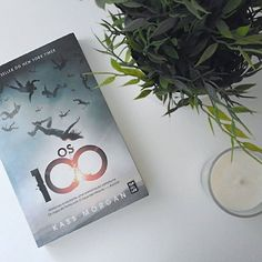 Already an obsession and I'm still on book one! (Review on the blog - link in bio)  . . Já estou viciada e ainda só li o primeiro livro! (Resenha no blog - link na bio)  . . .  #The100#Os100#KassMorgan#bookworm#mybookshelf#booklover#book#booknerd#bookchallenge#bookchallenge2017#bookofthemonth#reading#ikeal#plan#blogger#blog#WordPress#throughmyspectaclesbymarta