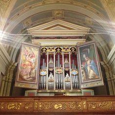 questo � l'organo monumentale di Vincenzo Colonna, maestoso e potente