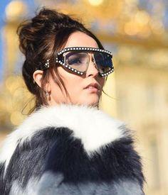Em Paris, Larissa Manoela faz ensaio de fotos para sua linha de bolsas 65307d762c