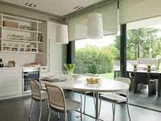 El comedor de la cocina en paralelo del exterior (de DEULONDER arquitectura domestica)