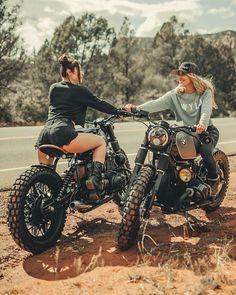 Moto Scrambler, Cafe Racer Girl, Cafe Racer Bikes, Lady Biker, Biker Girl, Bobbers, Harley Davidson Dyna, Motard Sexy, Moto Biker