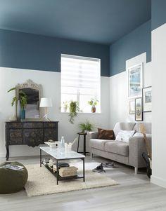 Prueba a pintar toda tu casa de color blanco y el techo de algún color que te guste, así tendrás un hogar realmente único.