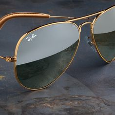 Exclusive style that stands out // From engraved leather tips to flat gradient lenses, nothing compares to the @ Collection // Discover them online // Link in bio Best Aviator Sunglasses, Rayban Sunglasses Mens, Mirrored Sunglasses, Ray Ban Hombre, Fashion Eye Glasses, Womens Glasses, Image Hd, Eyeglasses, Eyewear
