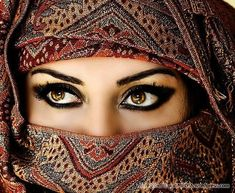 Magnetic Arabic Eyes and other links pertaining to creating arabic-inspired eye makeup. Beautiful Eyes Pics, Stunning Eyes, Beautiful People, Beautiful Women, Amazing Eyes, Beautiful Hijab, Lovely Eyes, Amazing Things, Beautiful Images