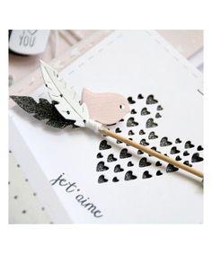 Ces matrices de coupe (dies) en métal vous permettront de découper des plumes pour embellir vos cadeaux et vos créations.