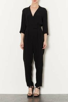 The perfect jumpsuit. Fits like a glove and feels as cozy as pj's Wrap Jumpsuit, Playsuits, Jumpsuits, Style Guides, Autumn Winter Fashion, Topshop, Fashion Looks, Glamour, Overalls