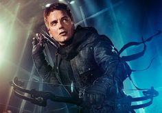 John Barrowman promu régulier dans toutes les séries de DC de The CW