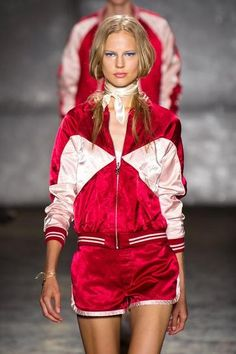 je deteste le look sport. i hate the sporty look.