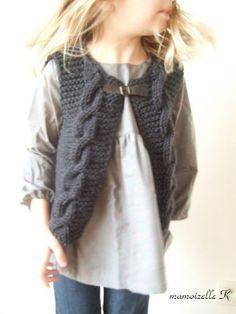Gilet petite fille : modèle de tricot gratuit