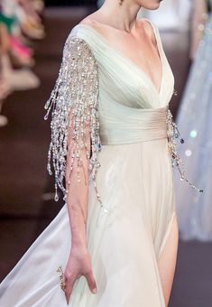 Georges Hobeika Fall 2018 Haute Couture #georgeshobeika #georgeshobeika2018 #fashion #moda #dress #vestido #gown Georges Hobeika, Casual Dresses For Women, Formal Dresses, African Traditional Dresses, 90s Outfit, Dresses To Wear To A Wedding, Formal Wedding, Couture Collection, Women's Fashion Dresses
