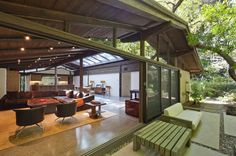 Experimental Ranch House_Sullivan Canyon, Los Angeles, May, Architect (rehabilitated by Marmol Radziner) Style At Home, Ed O'neill, May House, California Ranch, Celebrity Houses, Mid Century House, Ranch Style, Mid Century Design, Midcentury Modern