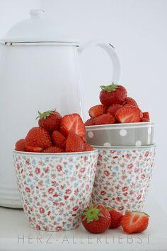 Erdbeerzeit by herz-allerliebst, via Flickr