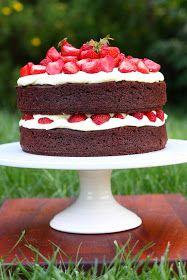 Mansikkakakku on ehkä kesän perinteisin kakku. Olen viime aikoina huomannut, että vaikka leivon paljon, puuttuvat leivontakokemuksistani mon...