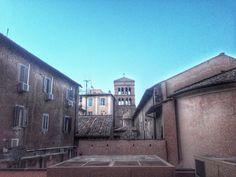 Sta cadendo la notte sopra i tetti di Roma