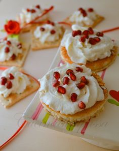 crostini di ricotta ai formaggi e melograno ricetta (5)