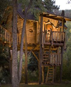 Whimsical Treetop Sanctuary on Crystal River, Colorado by Green Line Architects. Whimsical Treetop Sanctuary on Crystal River, Colorado by Green Line Architects. Cool Tree Houses, Tree House Designs, Tree Tops, Little Houses, Log Homes, Play Houses, Tiny House, Building A House, Backyard