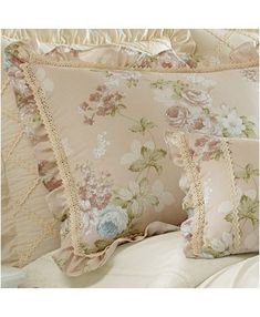 Shop for Five Queens Court Andrea 4 Piece Comforter Set. Get free delivery On EVERYTHING* Overstock - Your Online Fashion Bedding Store! Shabby Chic Pillows, Shabby Chic Decor, King Comforter Sets, Bedding Sets, Anna King, Outdoor Lounge Furniture, Unisex Baby Clothes, Ditsy Floral, Bed Styling
