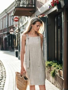 Linen pinafore dress Visby is the perfect summer staple. Style it over a t-shirt or wear it alone. Available in various color options> Jumper Dresses: 15 Outfit Ideas and Options to Shop Now Short Summer Dresses, Simple Dresses, Casual Dresses, Fashion Dresses, Hijab Casual, Casual Clothes, Casual Outfits, Beautiful Summer Dresses, Dress Clothes