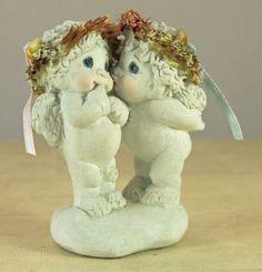 DREAMSICLES FIGURINE CHERUBS STOLEN KISS VALENTINE