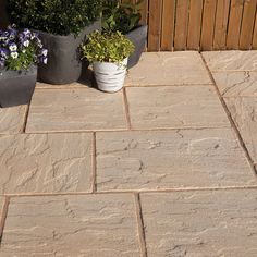 Antique cotswold Ashbourne Mixed size paving pack - B&Q for all your home and garden supplies and advice on all the latest DIY trends Home Design 2017, Patio Slabs, Garden Paving, Antique Tiles, Paving Stones, Outdoor Flooring, Color Blending, Outdoor Areas, Garden Supplies